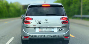 Hypnose hilft – auch bei Werbung auf Stossstangen
